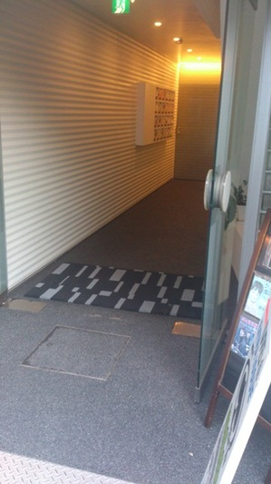 EIビル入口.jpg